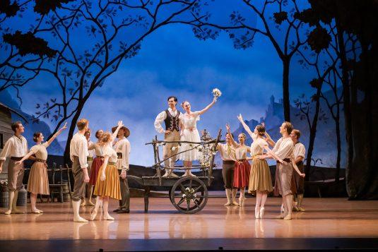 Giselle ballet dancers